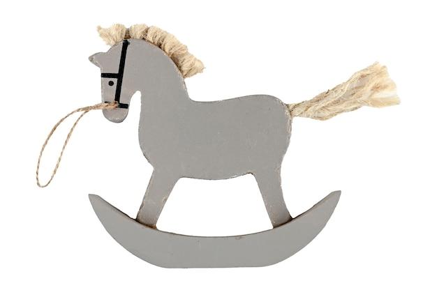 Cavalo de brinquedo retrô caseiro em espaço isolado