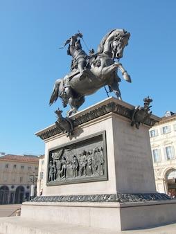 Cavalo de bronze na piazza san carlo, torino