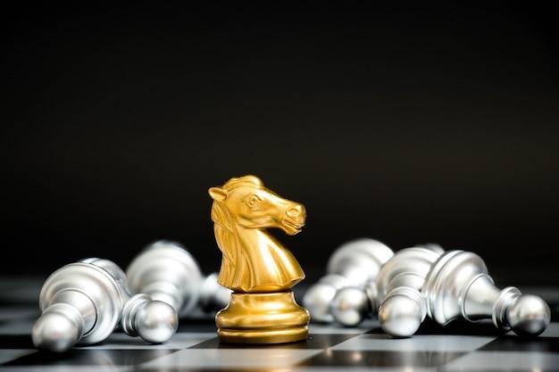 Cavalo de ouro no jogo de xadrez