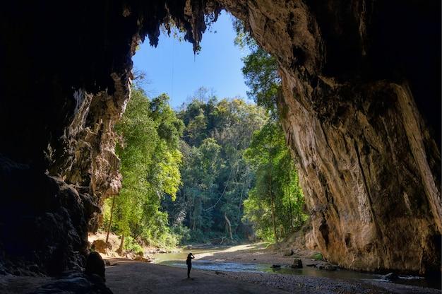 Caverna de tham lod.