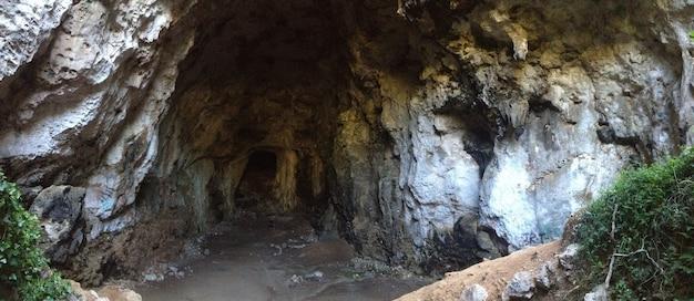 Caverna em uma montanha