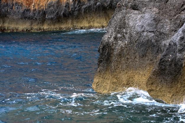 Cavernas azuis na ilha de zakynthos - grécia
