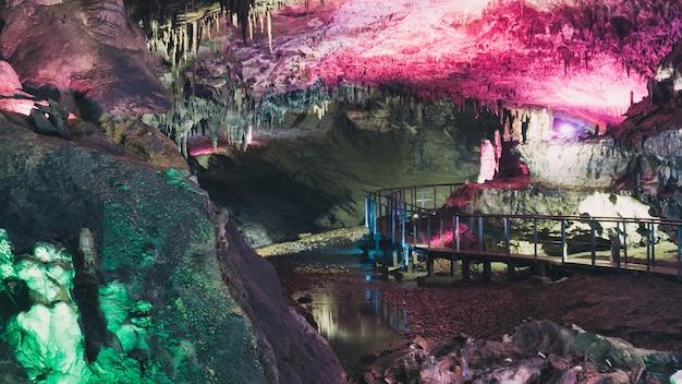 Cavernas de estalagmites e estalagmites