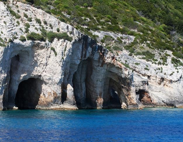 Cavernas na ilha de zakynthos, na grécia