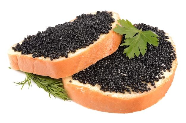 Caviar preto isolado no branco