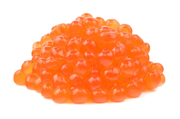 Caviar vermelho em fundo branco