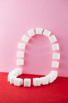 Cavidade oral feita com cubos de açúcar doce