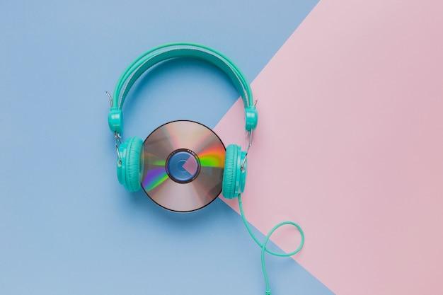 Cd com fones de ouvido