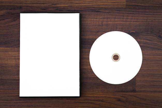 Cd em branco e caixa de cd