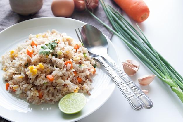 Cebola cozinha oriental cozinhada tiragem étnica