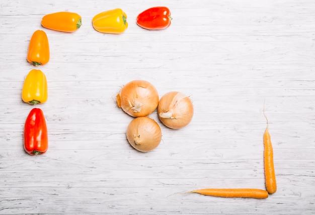 Cebolas entre cenouras e pimentas