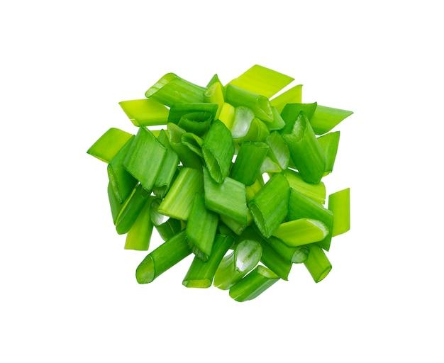 Cebolinha picada, cebolas verdes frescas isoladas, vista superior