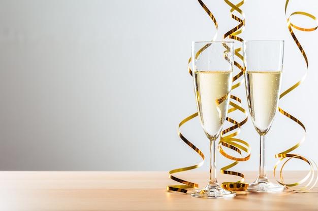 Celebração da véspera de ano novo com champanhe