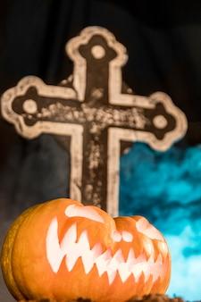 Celebração de halloween com decoração assustadora