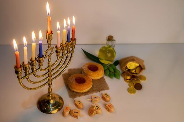Celebração de hanukah feriado judaico com menorá