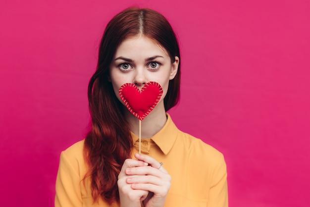 Celebração do dia dos namorados mulher com corações, amor