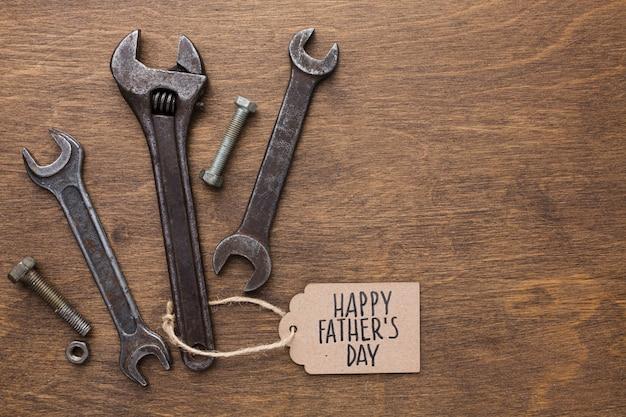 Celebração do dia dos pais com ferramentas