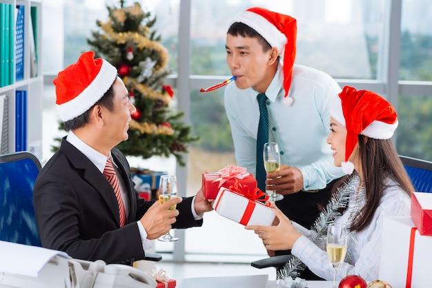 Celebração do natal no escritório