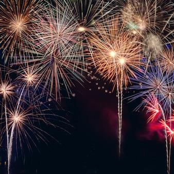 Celebração festiva ano novo manchete de fogo de artifício