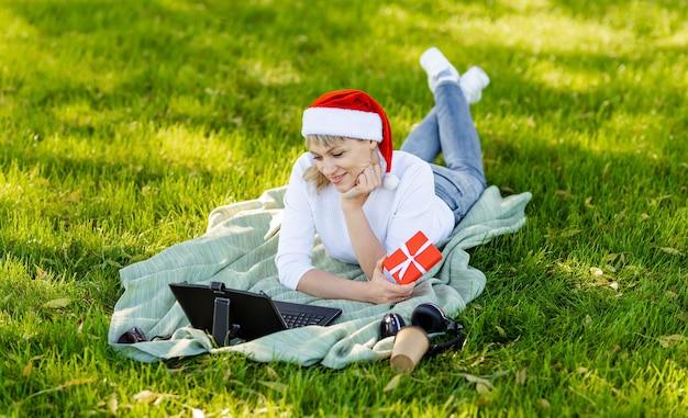 Celebração remota de feriado on-line, natal ou ano novo em bloqueio
