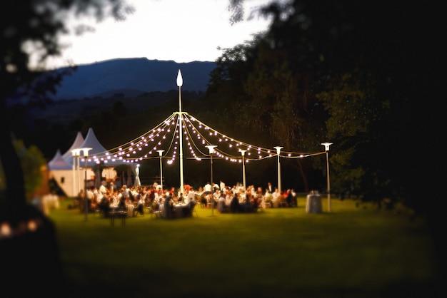 Celebrações de casamento ao ar livre, conceito, normas sociais e prevenção da saúde