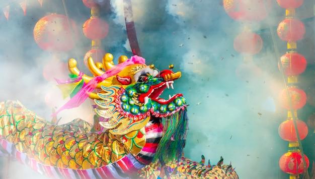 Celebrações do ano novo chinês com fogos de artifício
