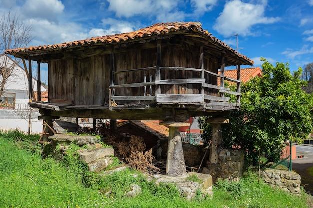 Celeiro das astúrias arquitetura popular nas astúrias meras espanha