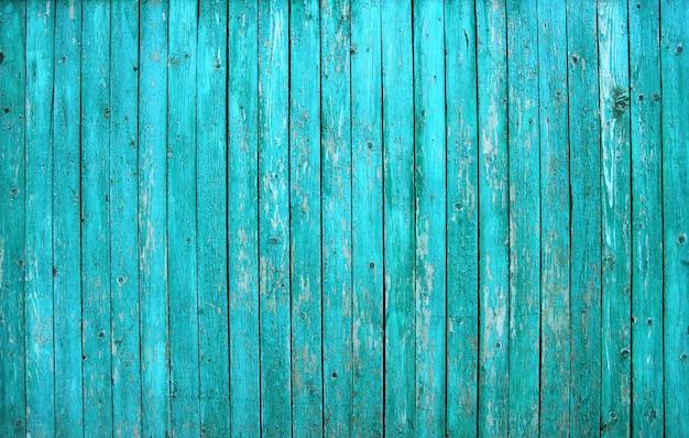 Celeiro turquesa pintado a parede de tábua de madeira velha