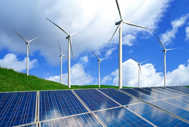 Célula fotovoltaica de painel de energia solar e gerador de energia de fazenda de turbina eólica na paisagem natural.