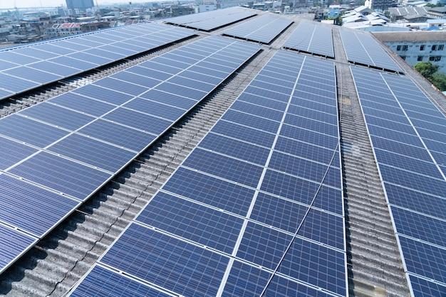 Célula solar no telhado do edifício