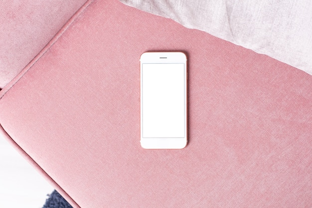 Celular com tela branca em rosa