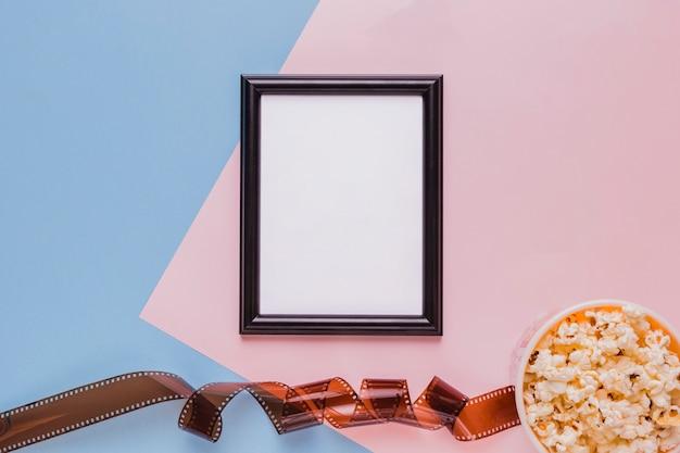 Celulóide com caixa de pipoca e um quadro
