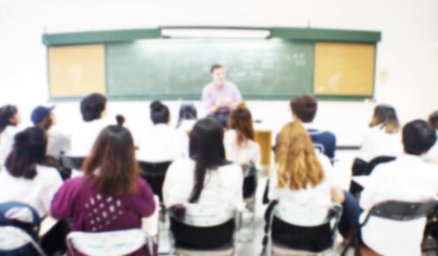Cena borrada de uma sala de aula