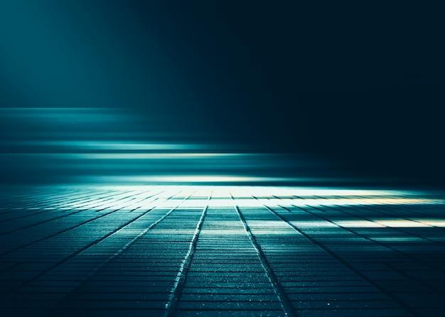 Cena de fundo vazio. rua escura reflexão sobre asfalto molhado. raios de luz de neon no escuro, figuras de neon, fumaça. fundo do show de palco vazio. abstrato escuro.