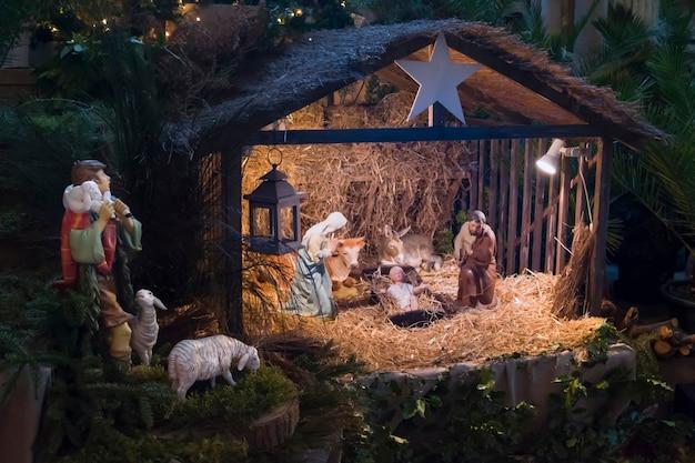 Cena de natal com josé maria e a pequena jesus creche