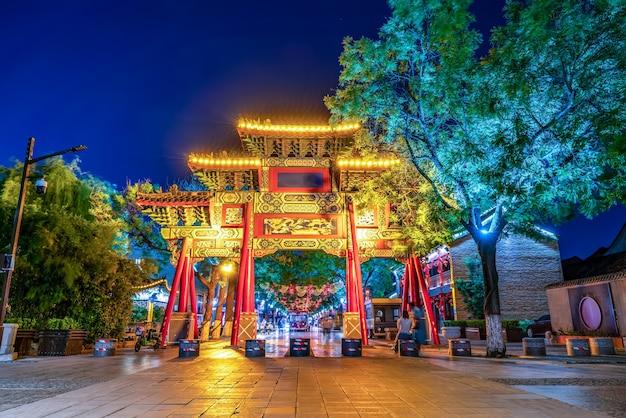 Cena noturna da rua dongchanghu em liaocheng, província de shandong