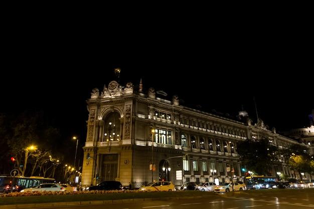 Cena noturna na rua em madrid, espanha