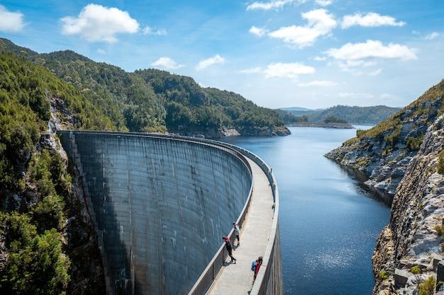 Cenário da barragem gordon na tasmânia, austrália