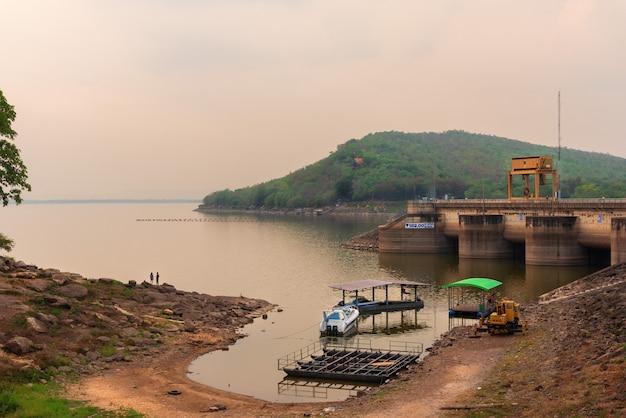 Cenário da barragem hidroeléctrica em khonkaen