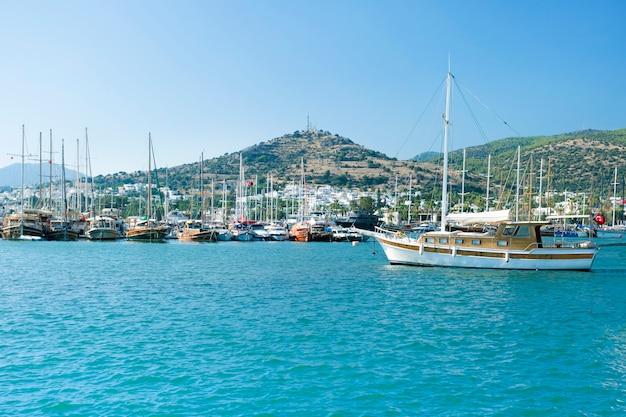 Cenário da costa mediterrânea, bodrum, turquia