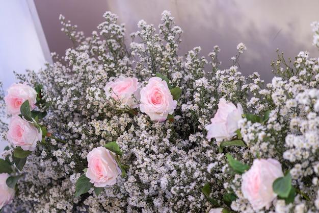 Cenário de casamento com flor e decoração de casamento