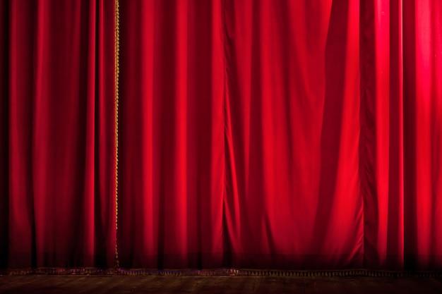 Cenário de cortina de teatro vermelho fechado
