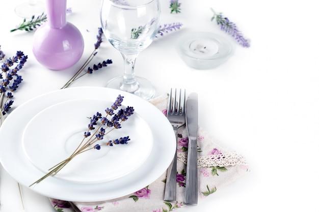 Cenário de mesa de jantar no estilo de provence