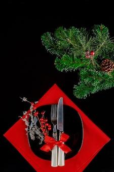 Cenário de mesa de natal com enfeites festivos