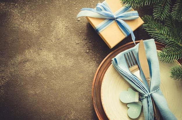 Cenário de mesa de natal rústico.
