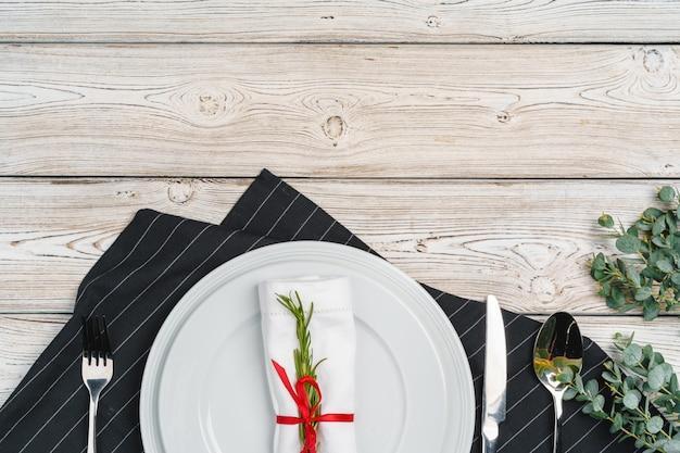 Cenário de mesa elegante com decoração festiva