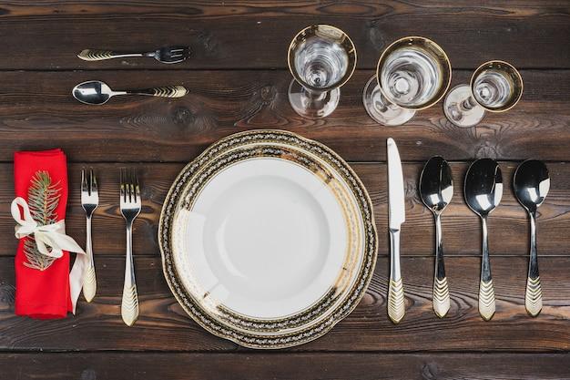 Cenário de mesa festiva para o jantar de natal, vista superior