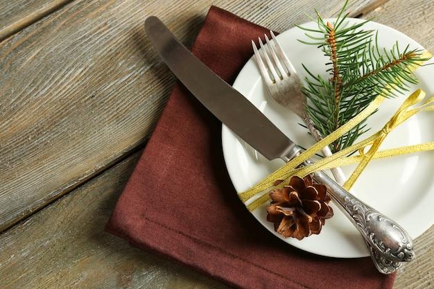 Cenário de mesa para festas com decoração de natal