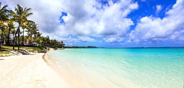 Cenário de praia idílico. paraíso tropical, ilha maurícia