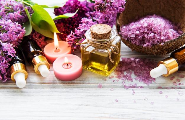 Cenário de spa com flores lilás